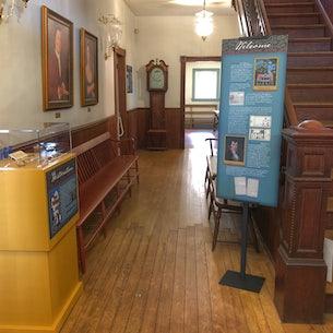 Interior Boykins Taverm