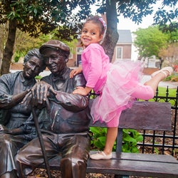 Lifesize George Lundeen bronze sculpture The Valentine Couple